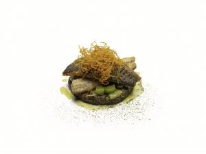 Pan Fried Sea Bass, Creamy mushrooms, Quinoa, Steamed Leeks and Crispy Carrot